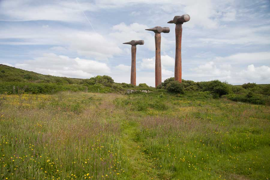 contemporary sculpture land art - giant hammers